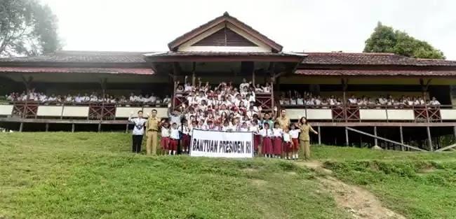 Siswa Sekolah Dasar di Kabupaten Bengkayang