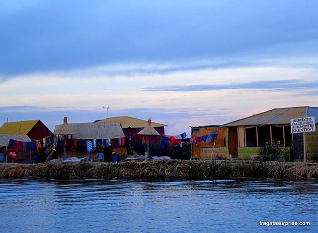 Casas de totora nas Ilhas flutuantes dos Uros