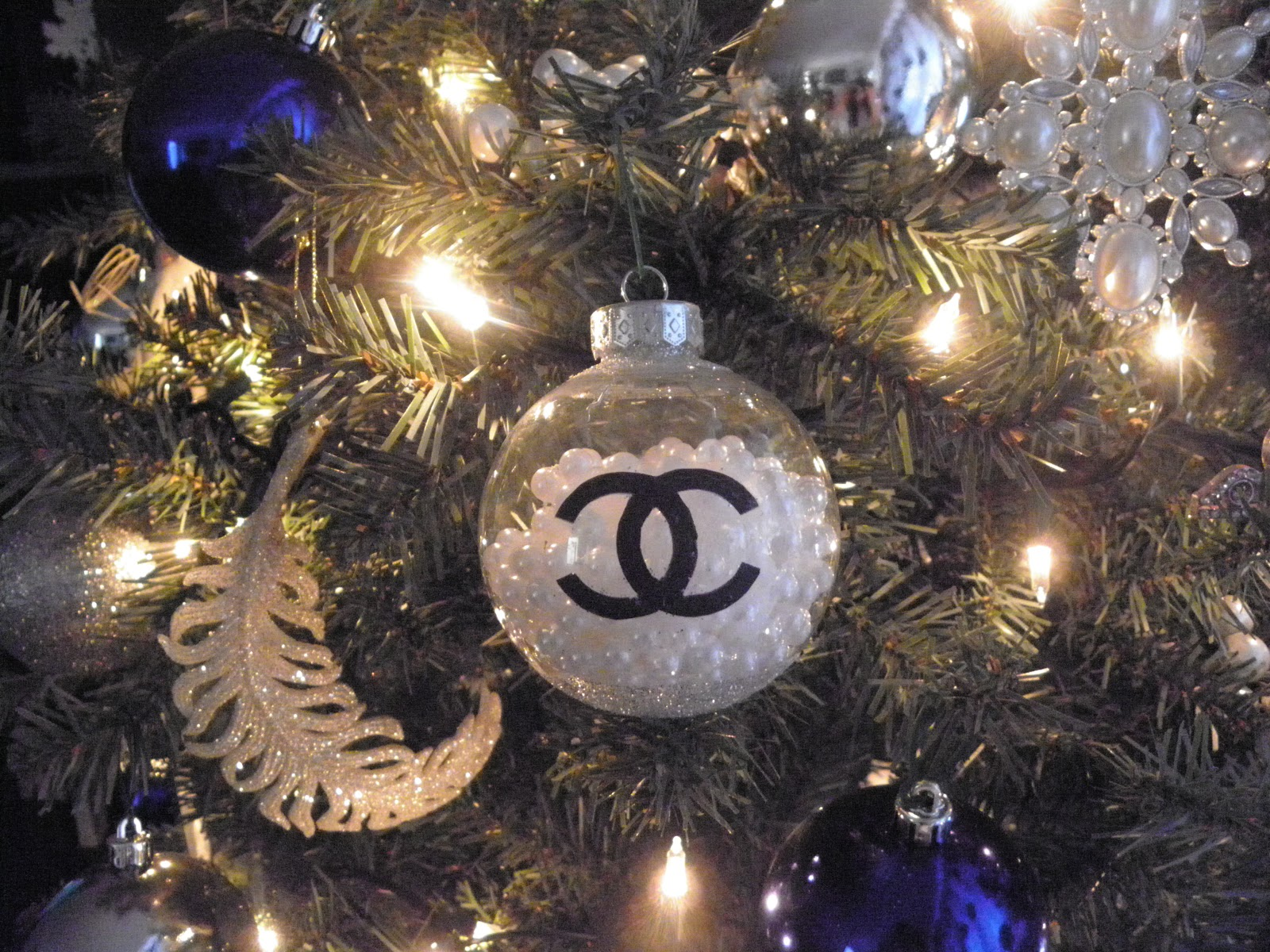 Chanel Christmas Ornaments.Diy Chanel Christmas Ornament Mariam Monroe