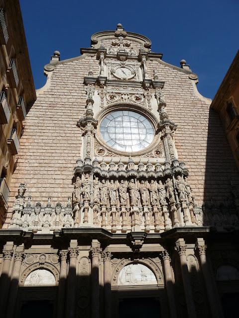 Фасад монастырского собора Монсеррат