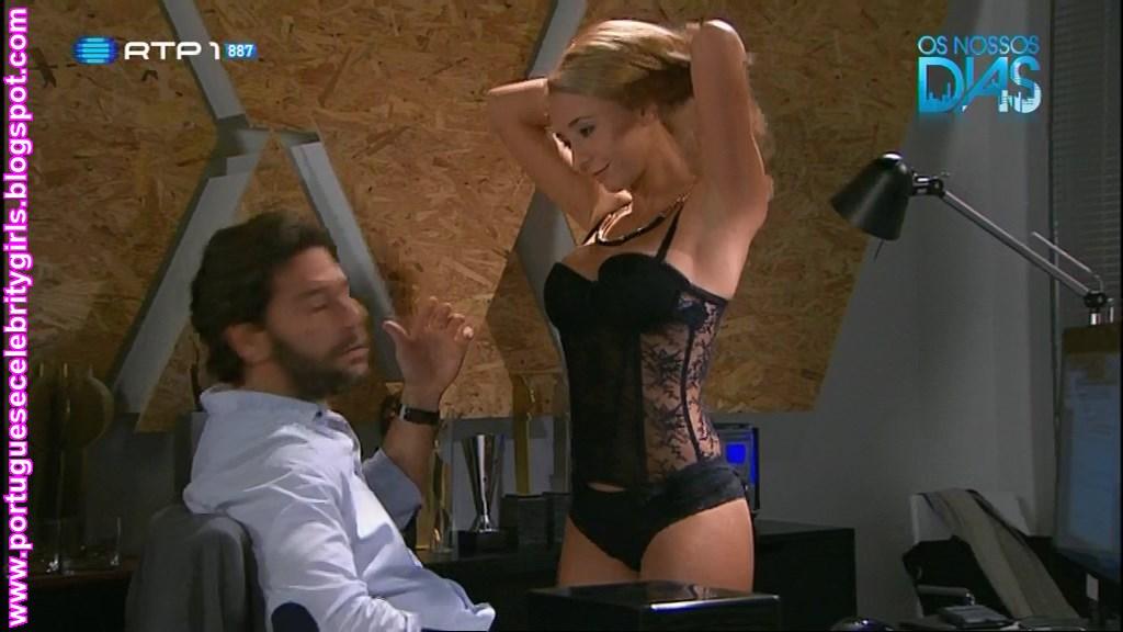 Sofia Arruda de lingerie sexy (série Os Nossos Dias