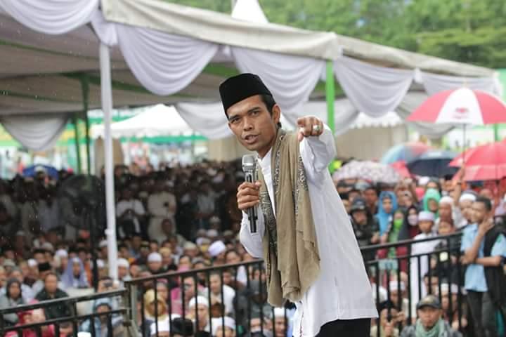 Di Atas Sajadah Usai Tahajjud, KH Arifin Ilham Sampaikan Pesan Penggetar Jiwa ke Ustadz Somad