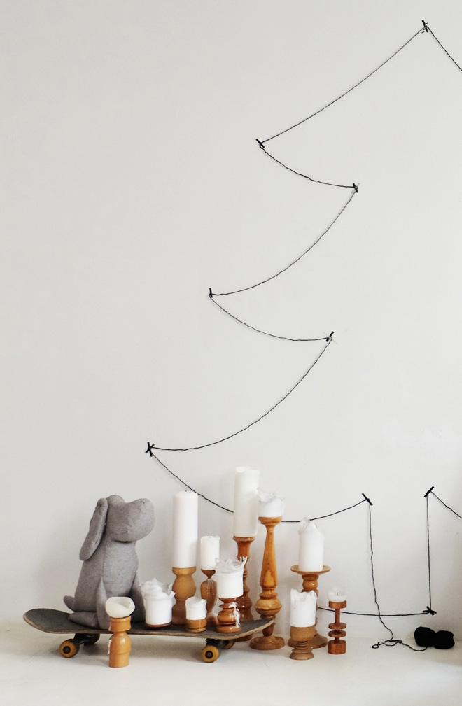 Weihnachten, der alternative Weihnachtsbaum, DIY, Lastminute, Wolle, Faden, Wandgestaltung, Weihnachtsdeko, puristisch, Kerzenmeer, Johan Grau, Cloud7, weißer Estrichboden, Wohnblog, Interior, sustainable Lifestyle, Nachhaltigkeit, Weihnachten ohne Baum