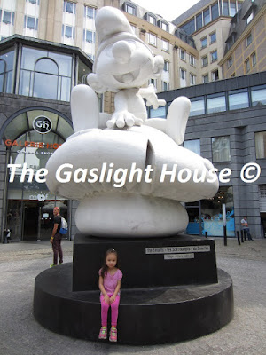 Walder_My daughter at Moof (Museum of Original Figurines) in Brussels, Belgium back in August, 2015