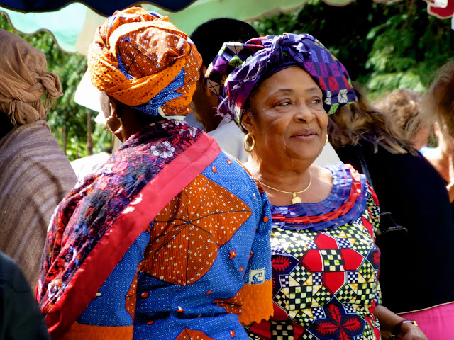 Mujeres en el Mercado de St.Michel, Burdeos