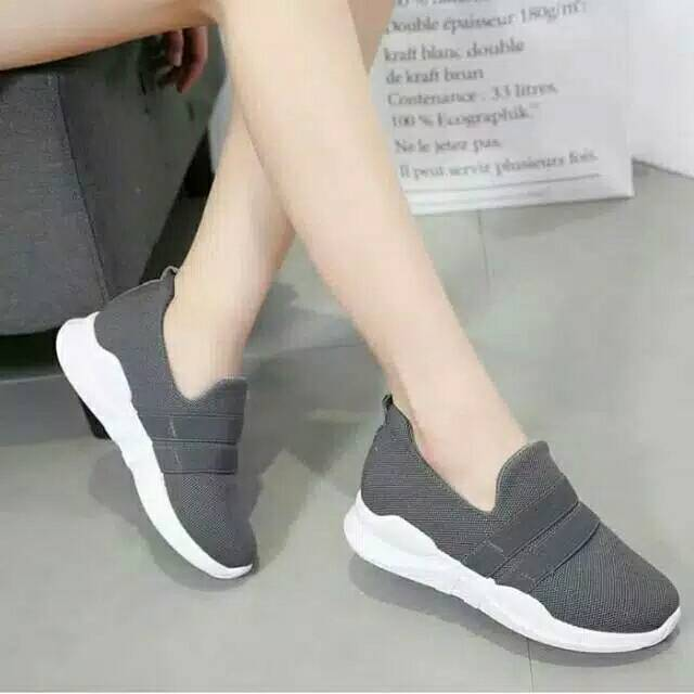 Sepatu Wanita Slip On Polos Hitam