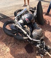 Jovem morre em colisão entre moto e carro