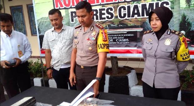 Polisi Tangkap Penambang Batu Kapur Ilegal di Pangandaran