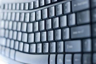 Hal Yang Bisa Membahayakan Keyboard Laptop & PC