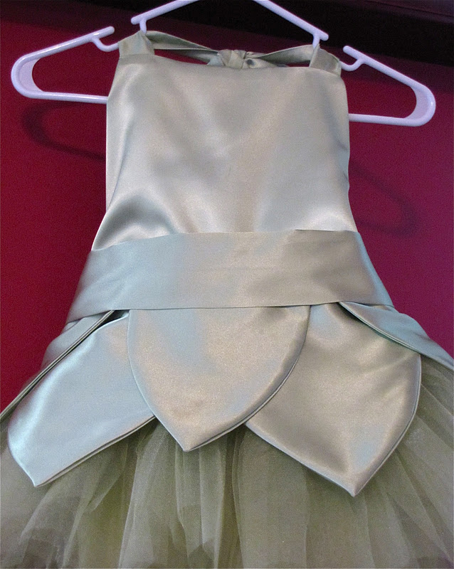 DIY tutu & The Modest Homestead: Tinkerbell Tutu Tutorial