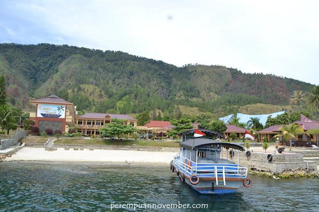 hotel cantik di pinggir danau toba