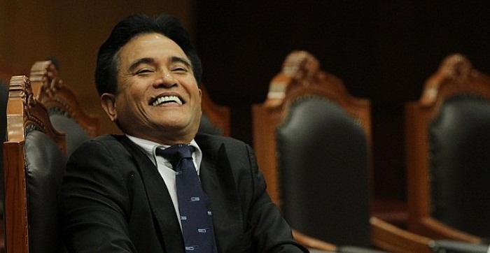 Ambon, Tribun-Maluku.com : Profesor Yuzril Izha Mahendra meminta Komisi Pemberantasan Korupsi mengusut tuntas kasus dugaan suap sebesar Rp4 miliar yang melibatkan hakim Mahkamah Konstitusi dalam perkara Perselisihan Hasil Pemungutan Suara (PHPU) Pilkada Kabupaten Maluku Tenggara.