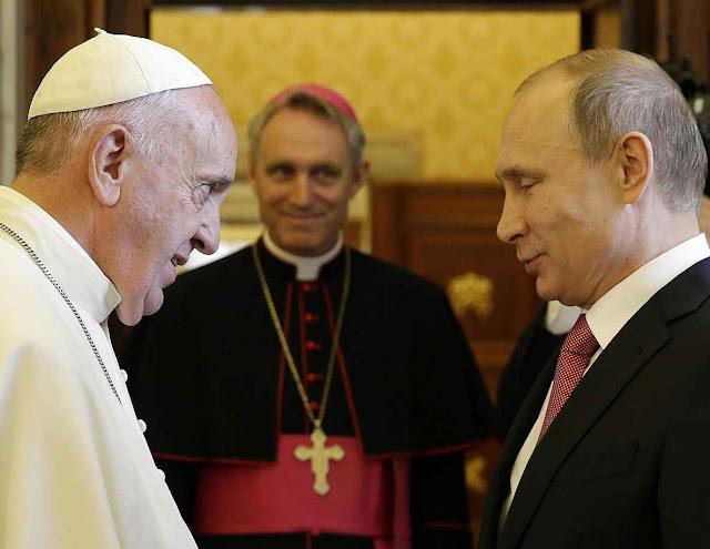 O Papa Francisco acolhe Vladimir Putin no Vaticano. O que houve para um Papa tão sensível aos menores abusos do capitalismo, não ter uma palavras de comiseração para com as dezenas de milhões de vítimas do comunismo?
