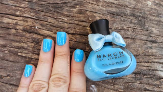esmalte azul claro com vidro