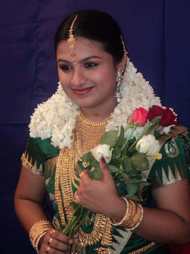 Malayalam Serial Actress Souparnika Marriage Photos-6235