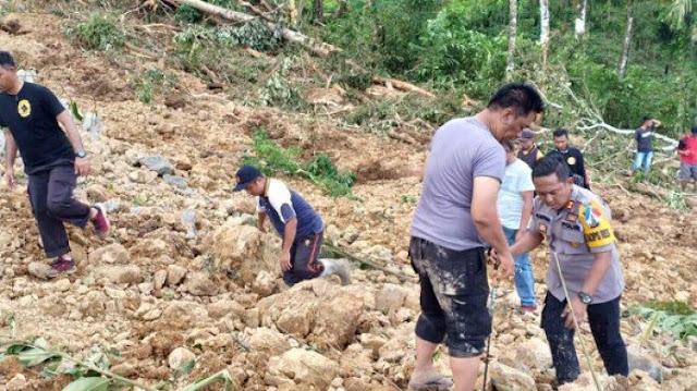 Tim Gabungan Kerahkan Alat Berat Cari 6 Korban Longsor di Nias Selatan