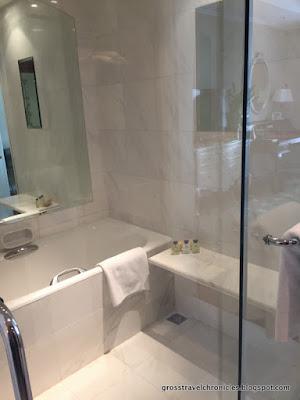 Shower/tub closeup