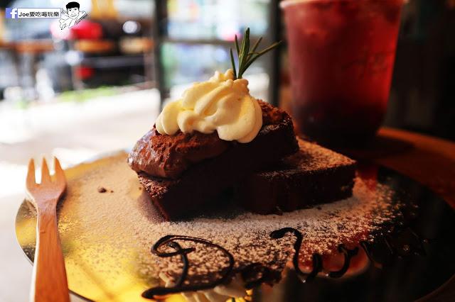 IMG 4783 - 【新竹美食】弄點咖啡COFFEE BAR -位於大遠百巷弄間的老屋咖啡廳,來這裡可以享受都市間的寧靜,甜點、飲品擺盤做工都非常的講究,價格也相當親民!
