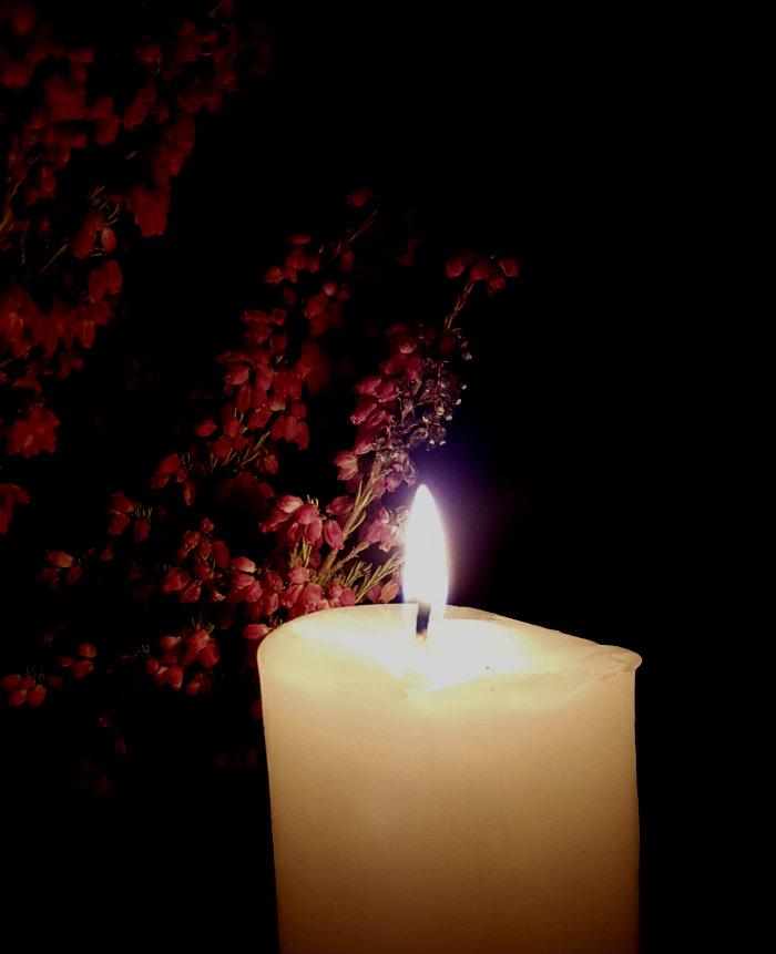 pyhäinpäivänä sytytän kynttilän
