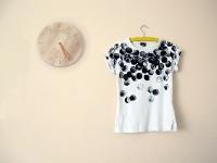 DIY: decorar una camiseta con pintura y una esponja