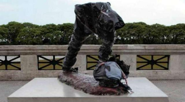 Lionel Messi statue Beheaded in Buenos Aires, Argentina