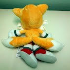 Tails stuffed toy back