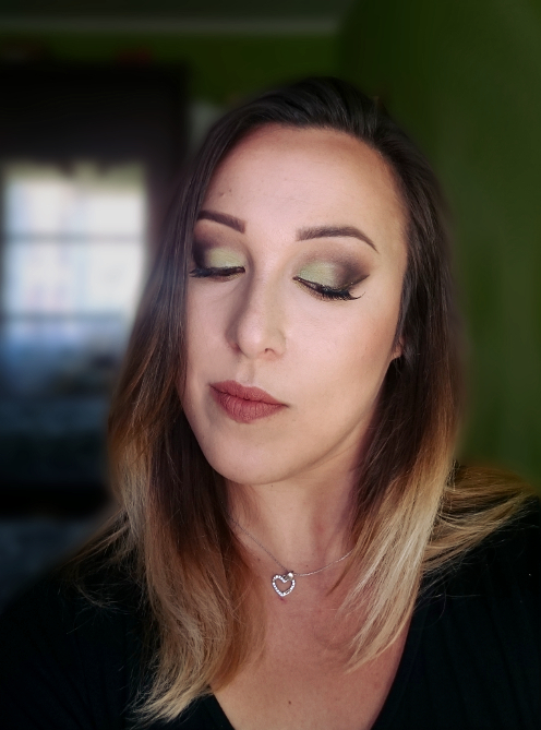 Makijaż miętowa czekolada - ZOEVA Cocoa Blend i 144 Eyeshadow Palett Makeup Revolution