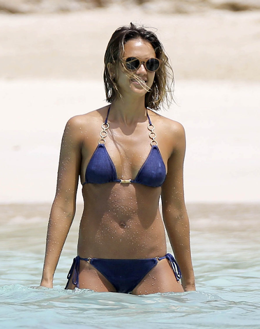 Screen shot 2015 04 03 at 12.17.19 AM - Jessica Alba Hot Bikini Images-60 Most Sexiest HD Photos of Fantastic Four fame Seduces Us Atmost