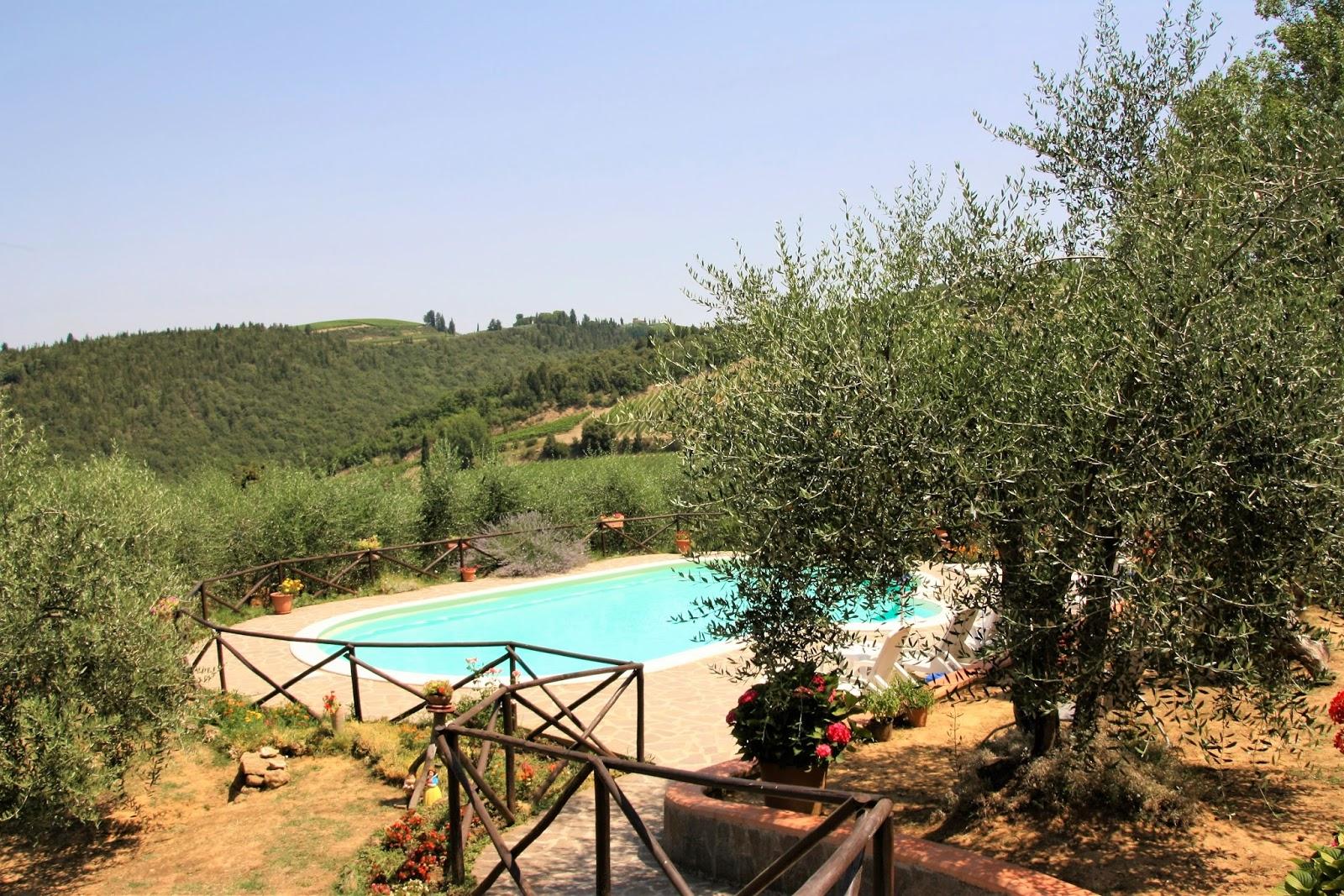 Zwembad en uitzicht Agriturismo