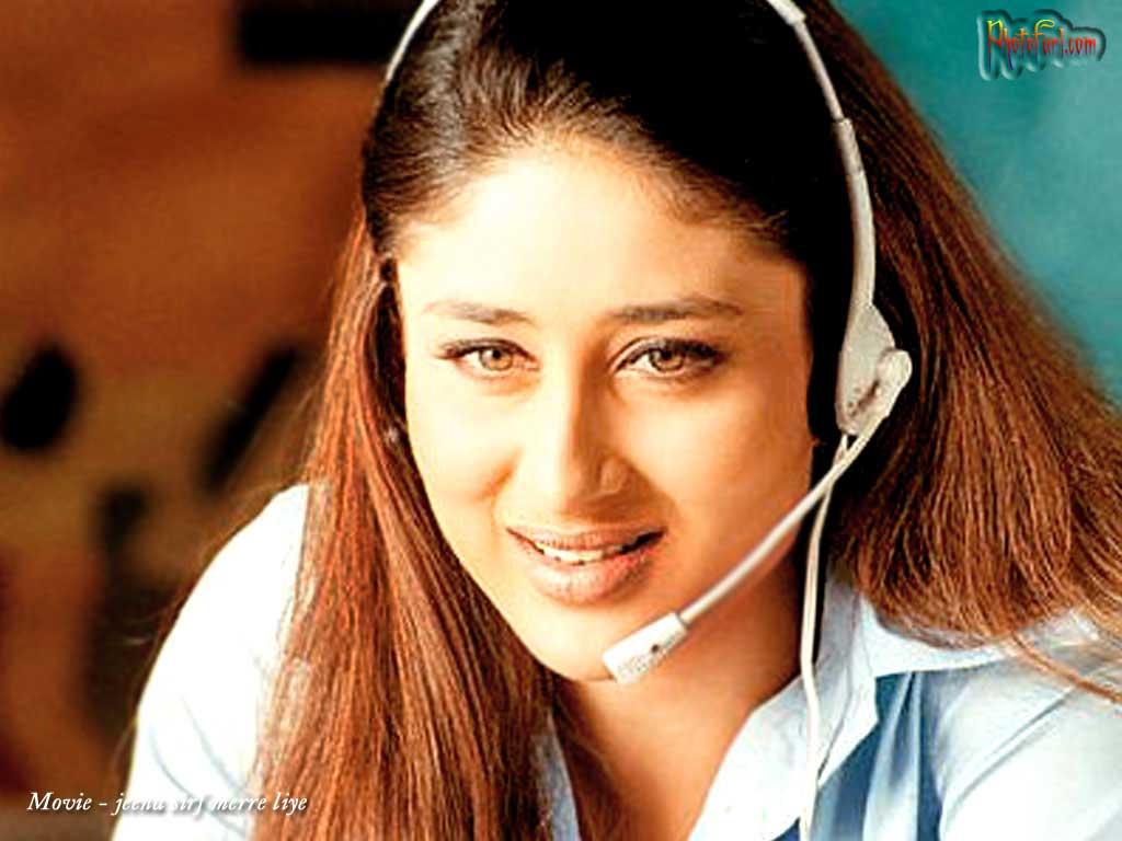 Actress HD Wallpaper: Kareena Kapoor Smiling Picture For
