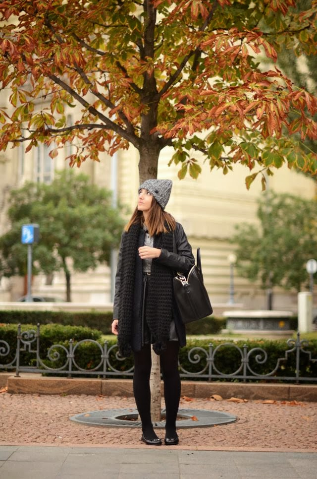 Women's Fashion Black coat and scarf + charcoal beanie and tee.
