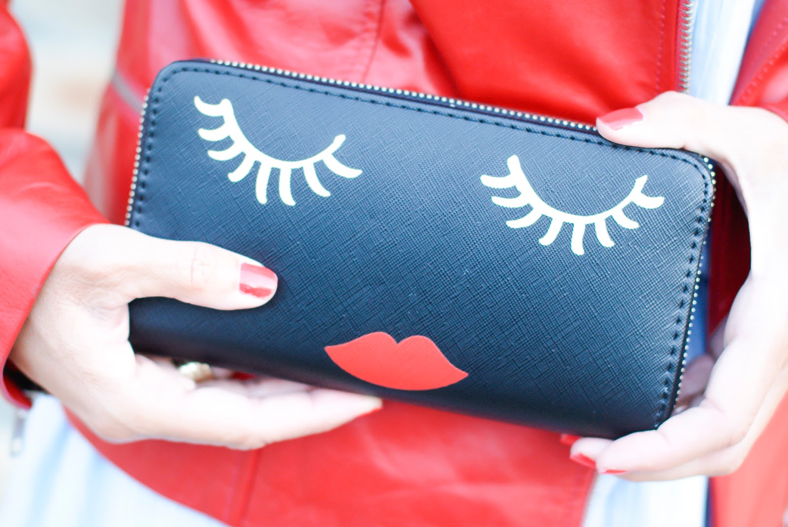 Stradivarius face purse on Fashion and Cookies fashion blog, fashion blogger style