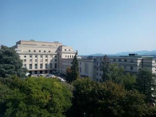 Le bâtiment de l'ONU vu depuis le dôme du musée Ariana