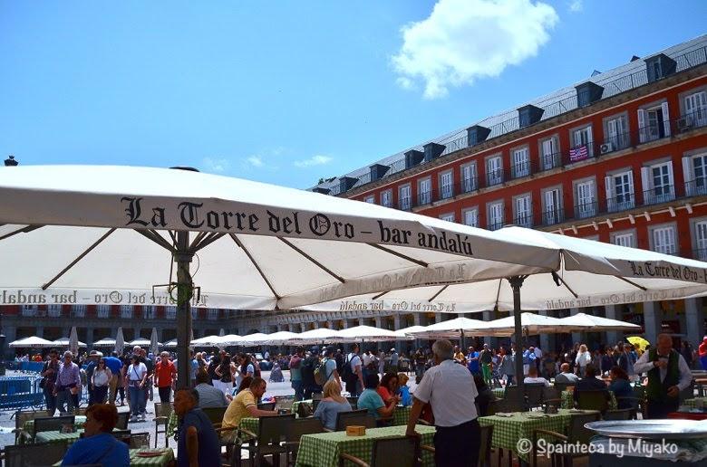 Fiestas San Isidro マドリード守護聖人サン·イシドロ祭りで賑わうマヨール広場