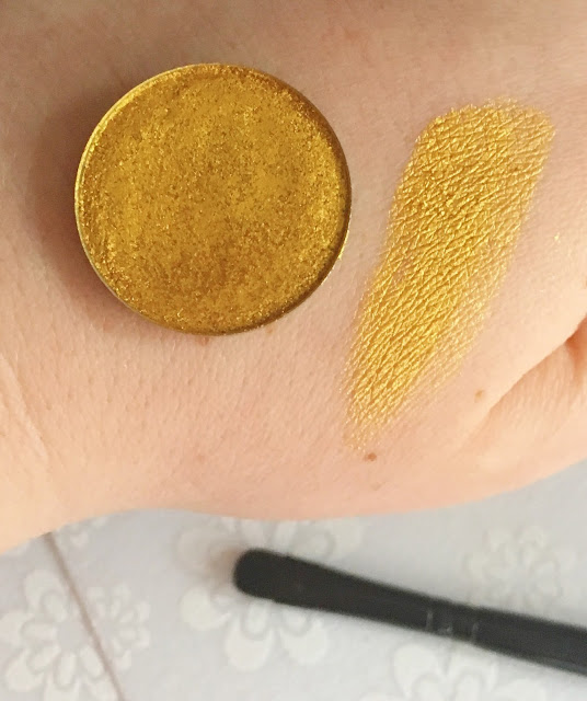 swatch of the foiled shadow superstar by coloured raine