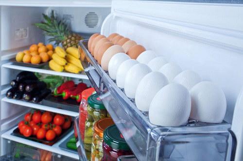 Lý do bạn không nên để trứng ở cánh tủ lạnh