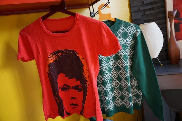 un t-shirt de David Bowie un pull des années 60 en laine  David Bowie tee - 60s mod sweater
