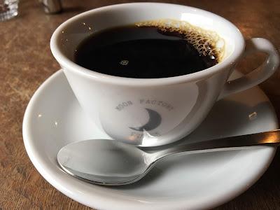 三軒茶屋のムーンファクトリーのコーヒーカップ