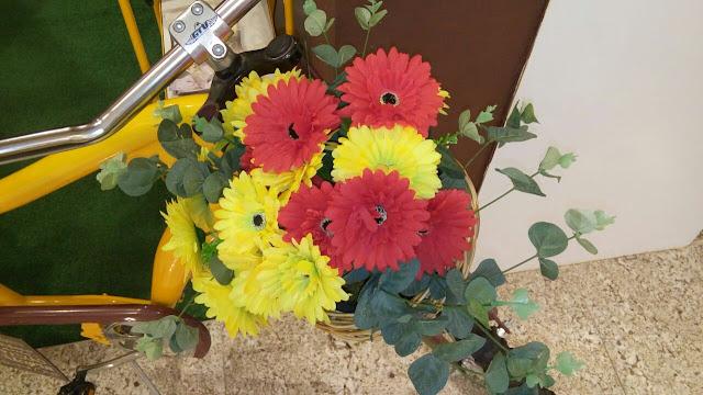 flores amarelas e vermelha
