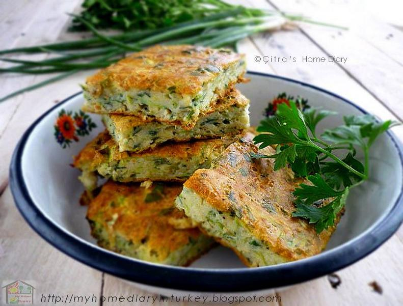 Fırında Kabak Mücver tarifi /Turkish Bake zucchini fritters.#Bake,#Breakfast And #Brunch, #Cheese, #SideDish, #Turkishfood, #Vegan, #vegetables