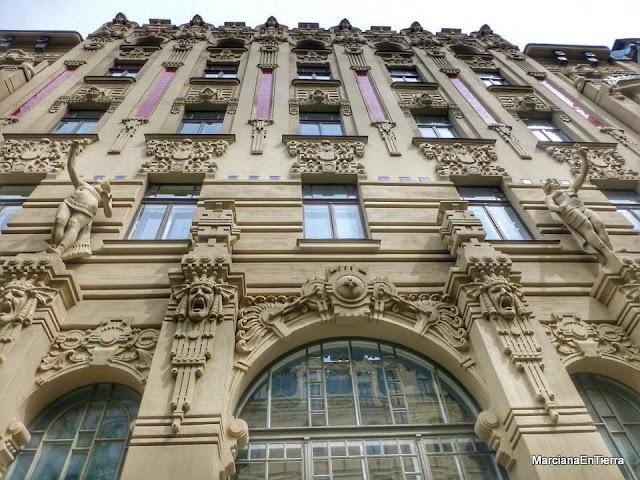 Edificio apartamento Boguslavskiy en la calle Alberta 2a, Riga
