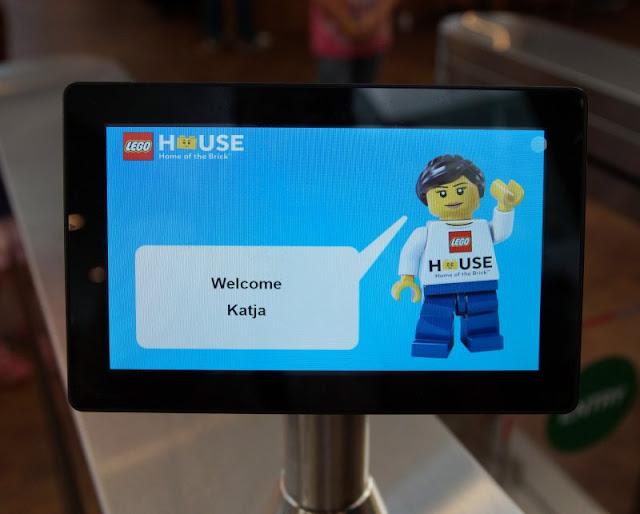 10 Tipps für den Besuch des LEGO House. Bucht Euer Ticket vorher, dann könnt Ihr gleich mit den Erlebnissen im LEGO Haus loslegen!