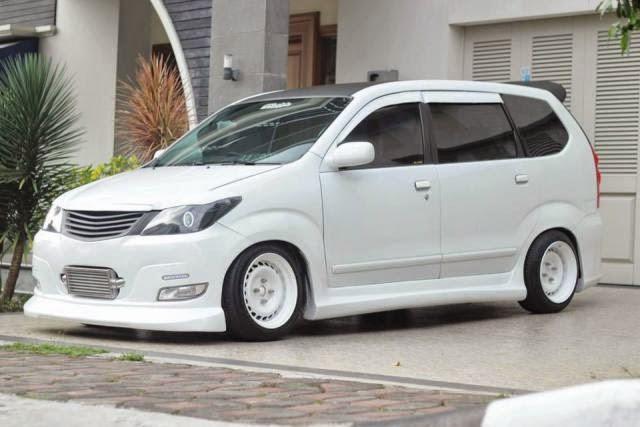 Modifikasi mobil Toyota Avanza Putih