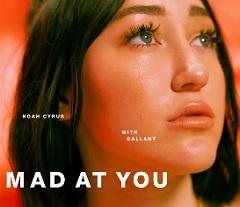 Noah Cyrus lança clipe de Mad at You