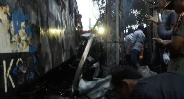 Kereta Terbakar karena Tabrakan, PT KAI: Mobil Nekat Menerobos