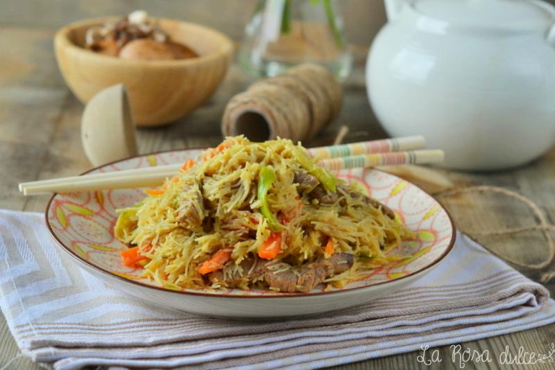 Fideos de arroz fritos al estilo oriental