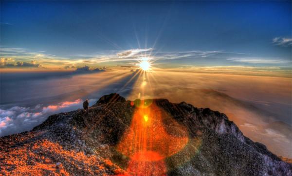 Pesona sunrise di puncak Gunung Rinjani Lombok