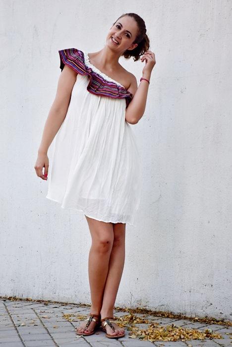 Outfit-Vestido-Blanco-volante-rayas-6