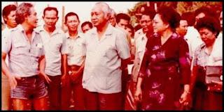 Gaya Bob Sadino saat bertemu presiden Soeharto