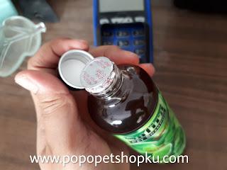segel pada botol Safira Pet Shampoo